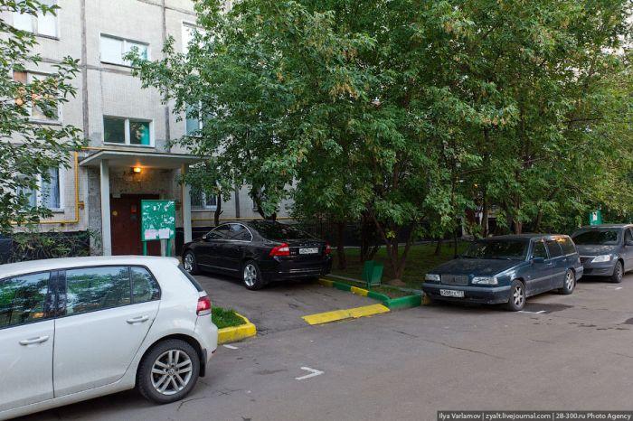 Парковка в московских дворах (19 фото)