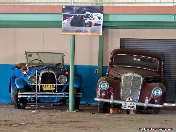 Заброшенный автомузей в Японии (36 фото)