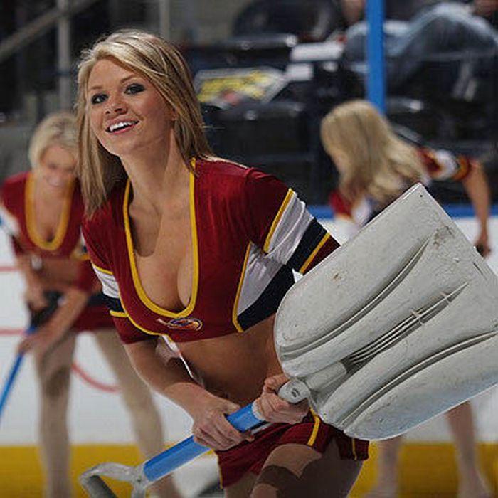 Девушки с хоккейных полей (93 фото)