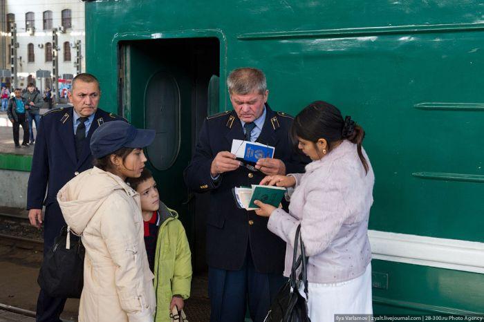 Поезд Москва-Душанбе (17 фото)