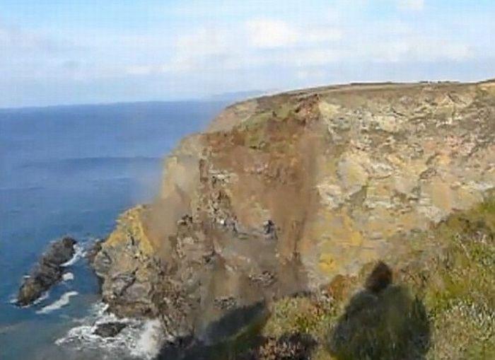 Пойманный момент. Обвал скалы (7 фото + видео)