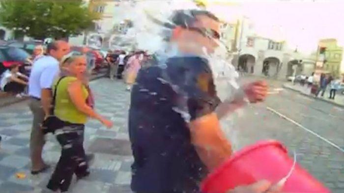 Пражский супергерой - СуперВацлав (7 фото + видео)