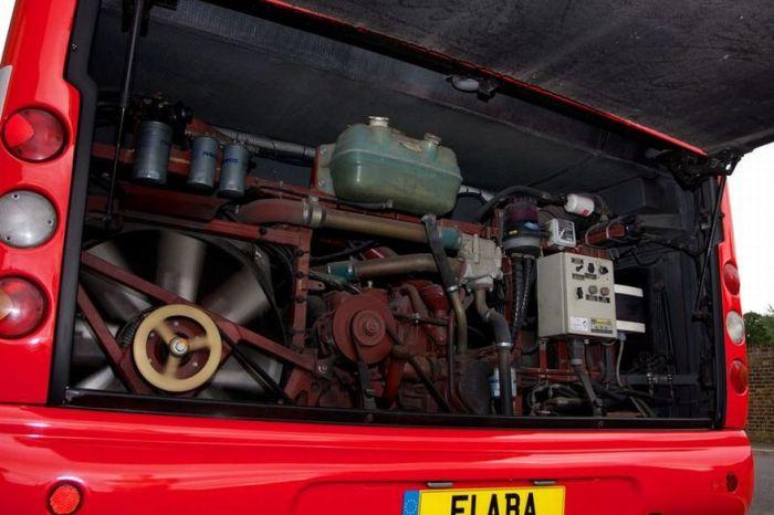 Автобус Михаэля Шумахера (15 фото)