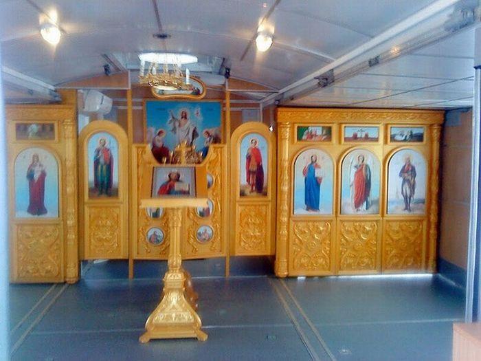 Полевая церковь на колесах (15 фото)
