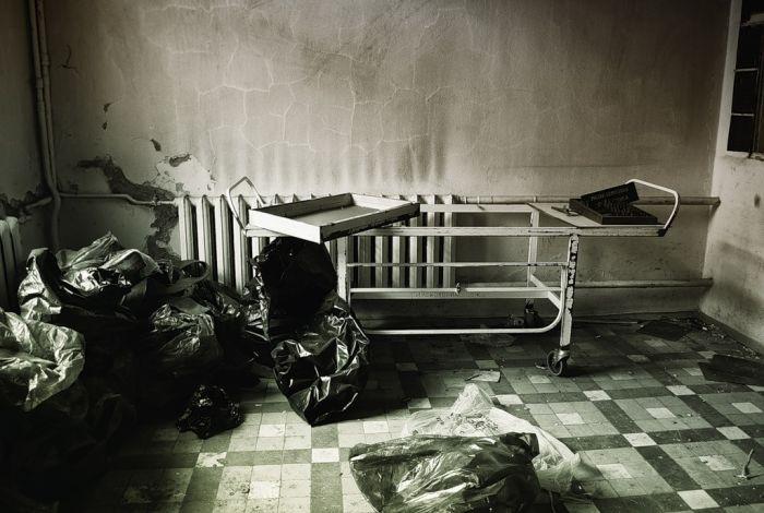 Больница без врачей и пациентов (22 фото)