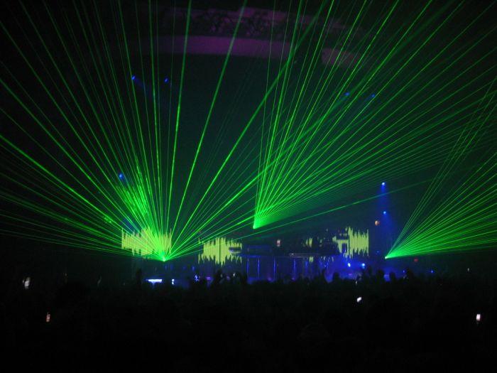 Игра света и лазерные шоу (30 фото)