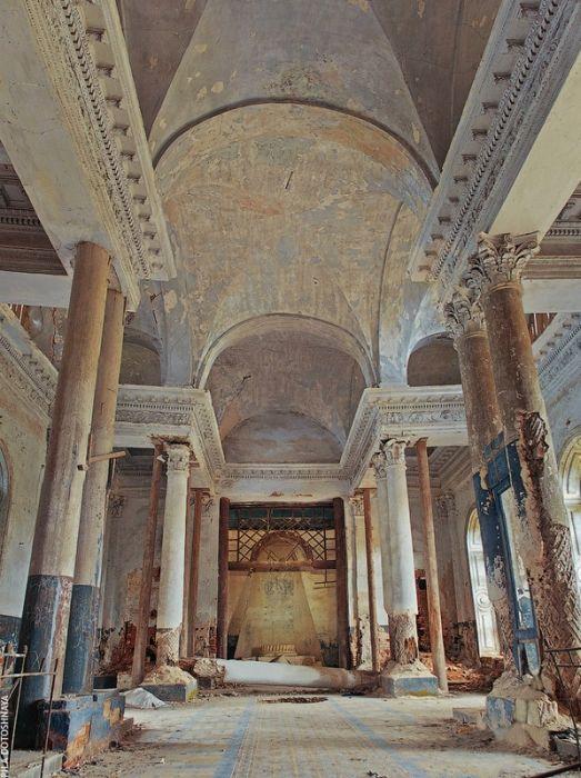 Заброшенная церковь Казанской Божией Матери (16 фото)