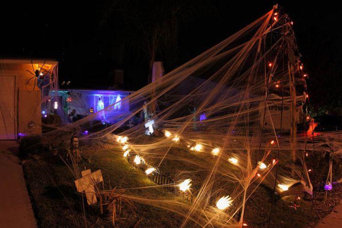 Идеи для Хэллоуина    - Страница 3 The_best_front_yard_decorations_for_halloween_07