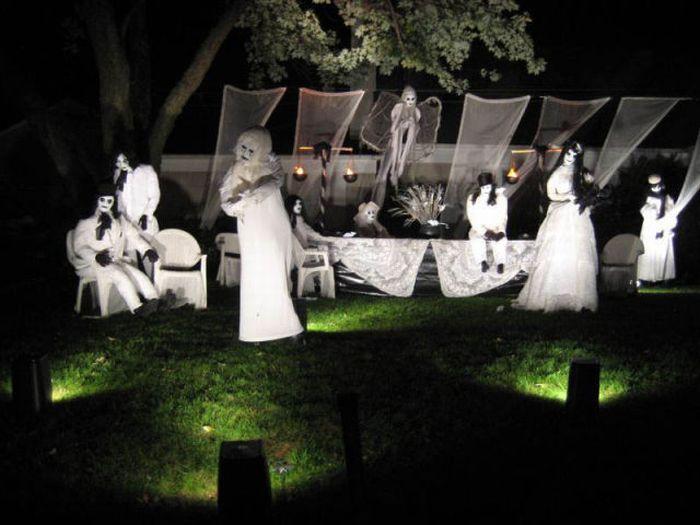 Идеи для Хэллоуина    - Страница 3 The_best_front_yard_decorations_for_halloween_09