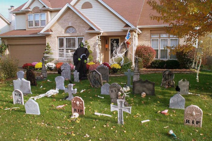 Идеи для Хэллоуина    - Страница 3 The_best_front_yard_decorations_for_halloween_15