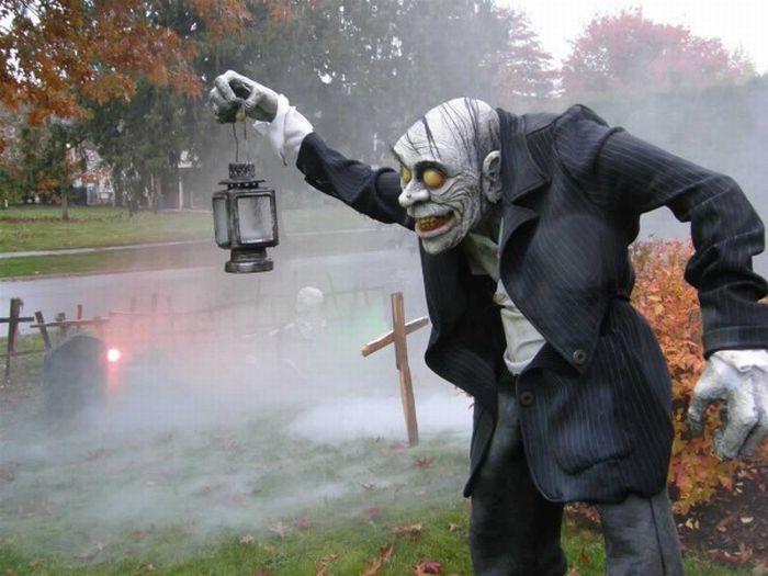 Идеи для Хэллоуина    - Страница 3 The_best_front_yard_decorations_for_halloween_26