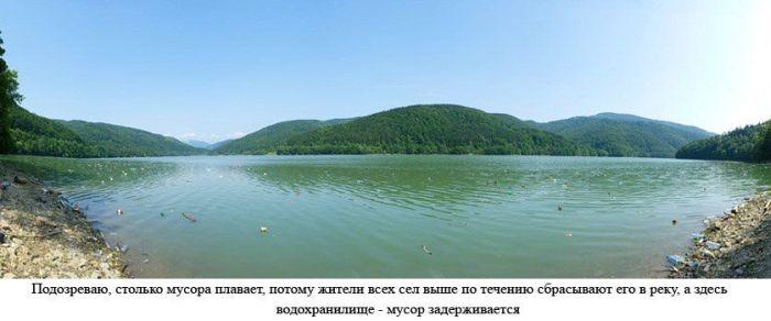 Свалка на закарпатском озере (16 фото)