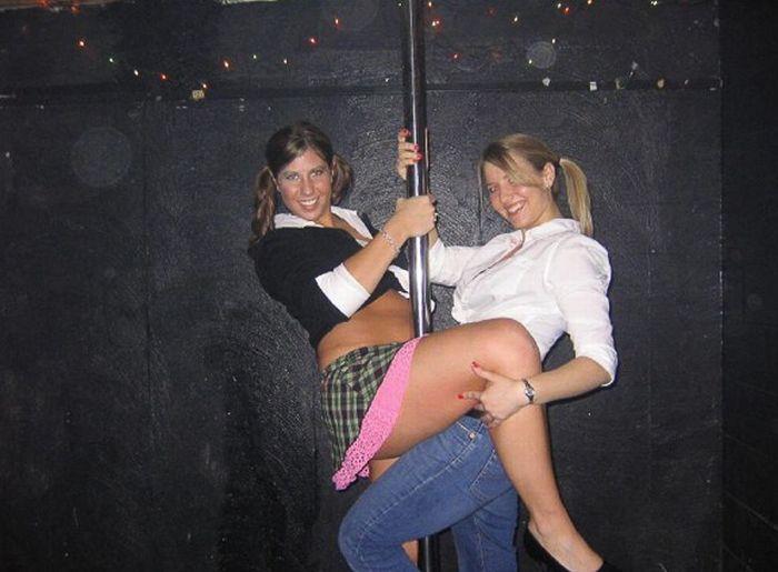 Пьяные девушки и шест для стриптиза (82 фото)