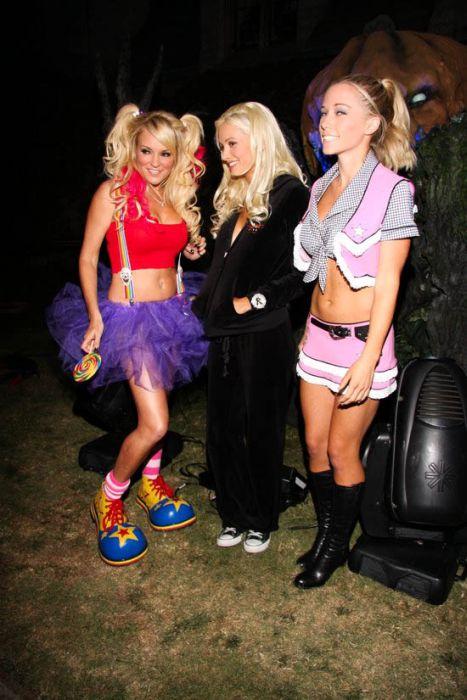 Девушки с Хэллоуин вечеринок в Playboy (102 фото)