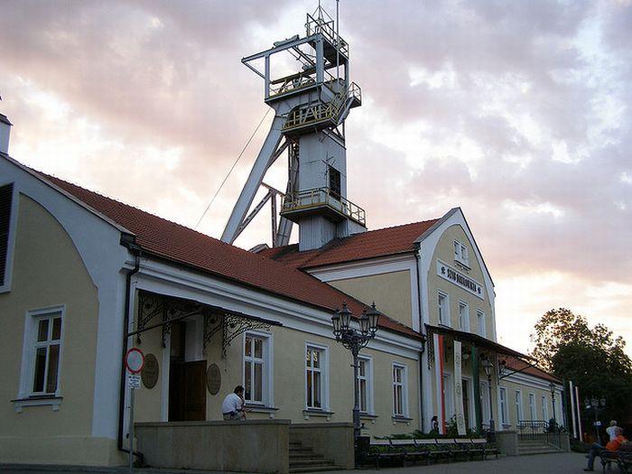 Соляные шахты в Польше (24 фото)