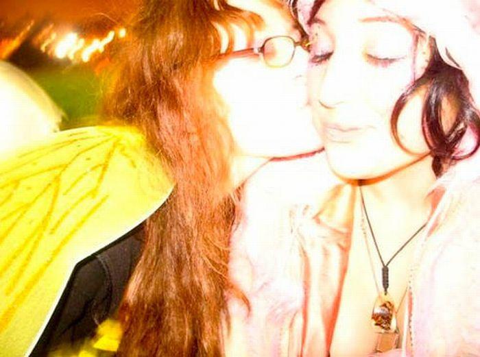 Целующие девушки Ночь Всех Святых (62 фото)