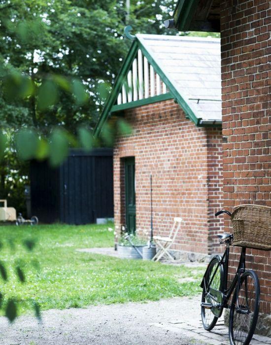 Дом из старого железнодорожного вокзала (23 фото)