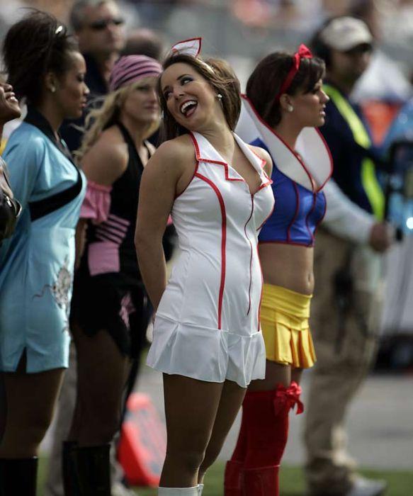 Две трахнул девушку из группы поддержки в ее форме русское