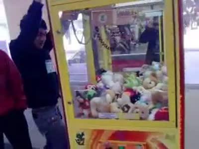 Безотказный способ достать игрушку из автомата