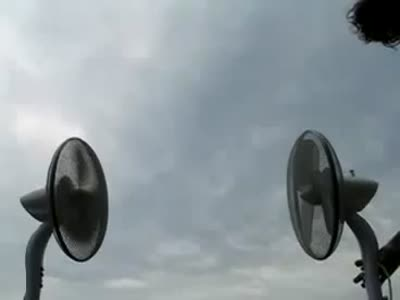 Два вентилятора и бумажный самолетик