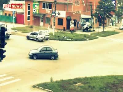 Внедорожник Mercedes почти сделал сальто при аварии