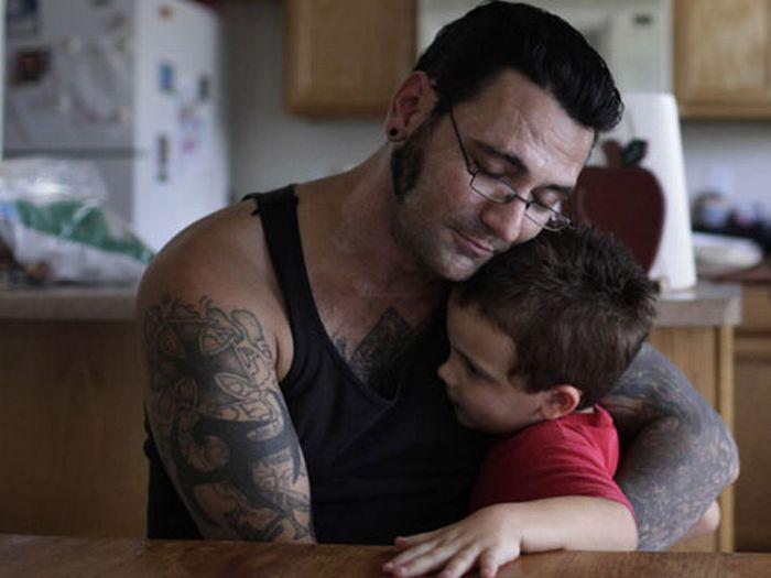 Удаление татуировок с лица скинхеда (12 фото)