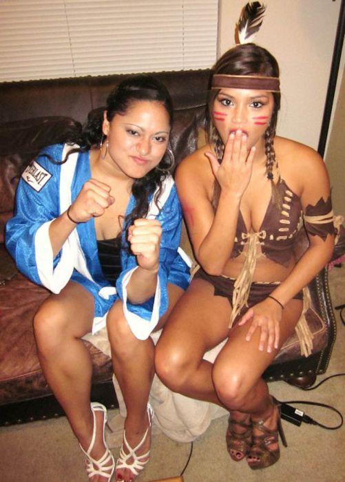 Девушки из группы поддержки в бикини (78 фото)