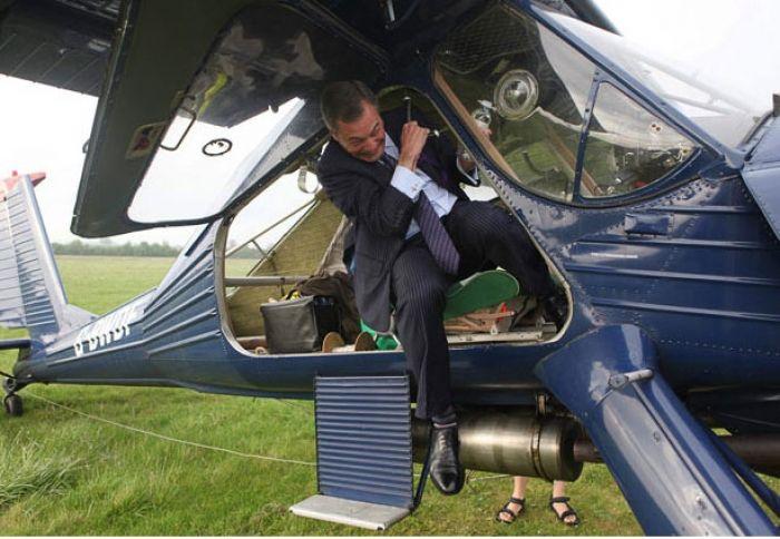 Авиакатастрофа с участием британского политика (5 фото)