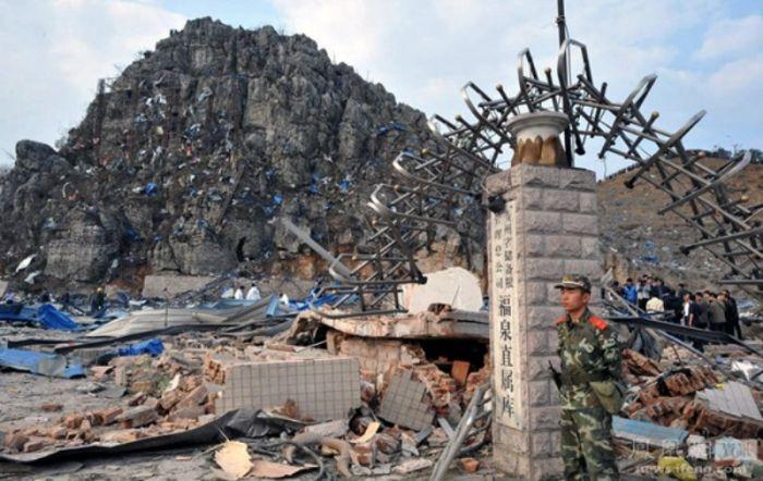 Взрыв динамита в Китае (12 фото)