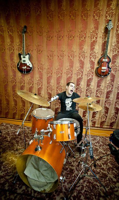 Барабанщик, у которого нет рук (19 фото)