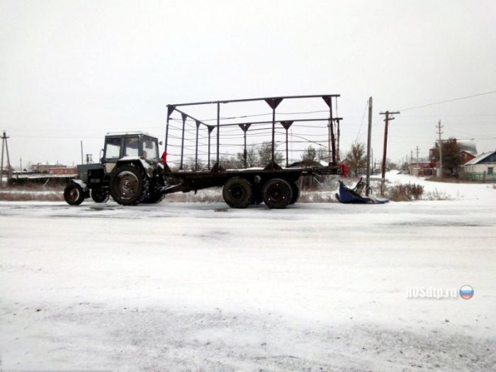 ВАЗ взял на таран трактор (5 фото)