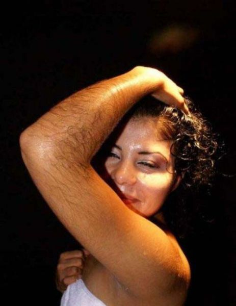 Девушки с волосами на руках (30 фото)
