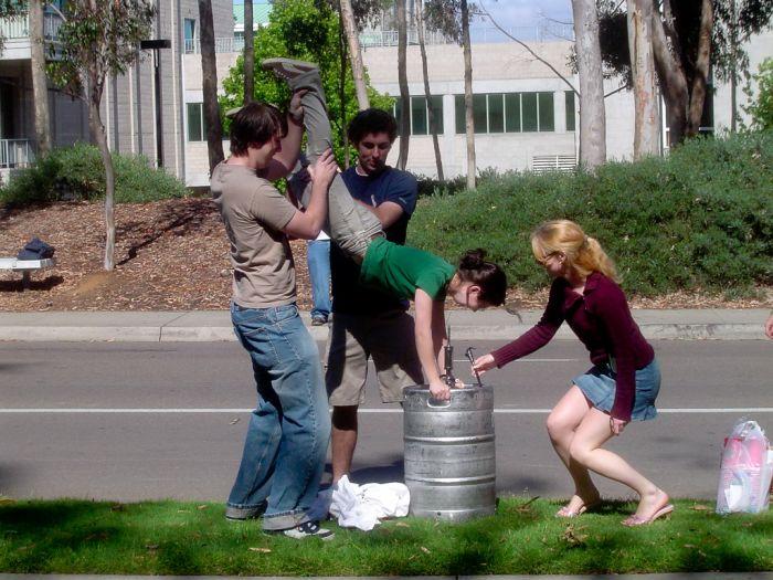 Девушки пьют пиво (91 фото)