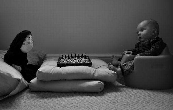 Малыш и культовые картины (13 фото)