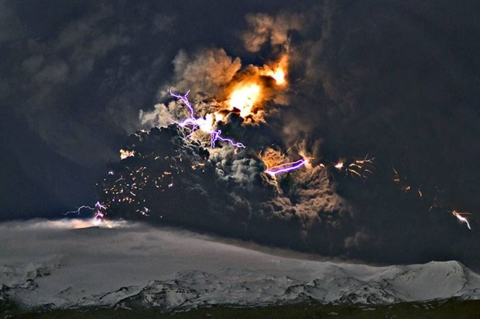 Вулканические молнии (15 фото)
