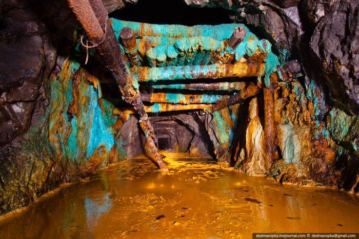Брошенная железнодорожная шахта (25 фото)