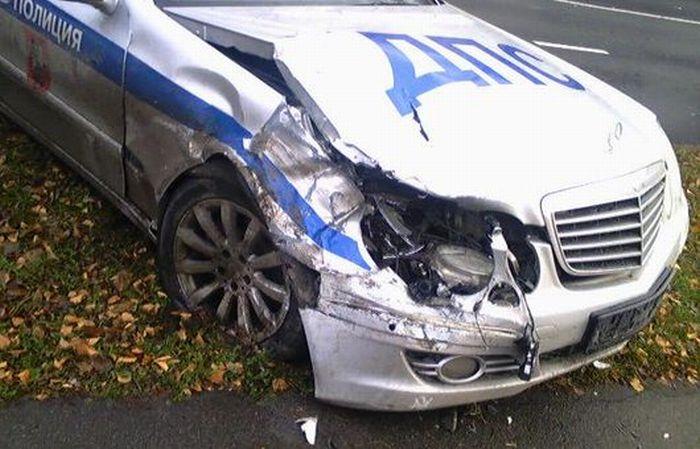 Сотрудники ДПС - виновники аварии (4 фото)