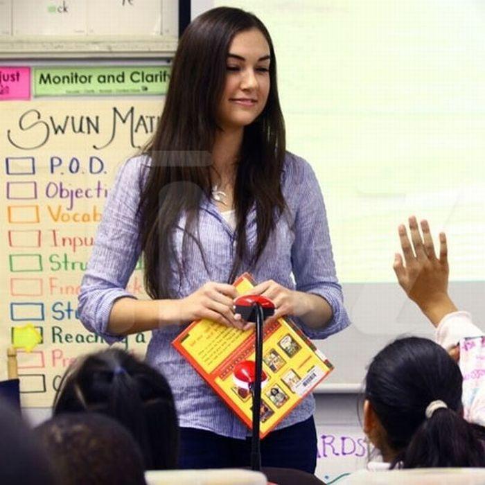 Саша Грей читаете книжки детям (10 фото)