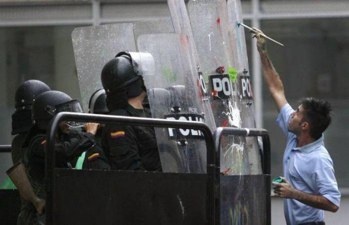 Любвеобильные протестанты (15 фото)