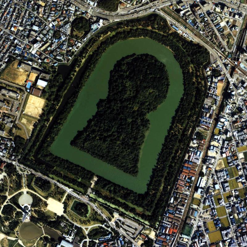 Самая большая гробница в мире (5 фото)