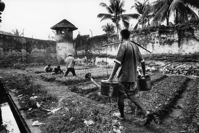 Тюрьмы для несовершеннолетних со всего мира (15 фото)