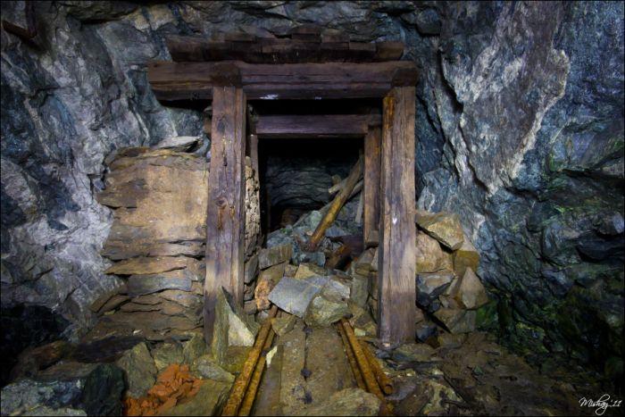Заброшенная шахта (51 фото)
