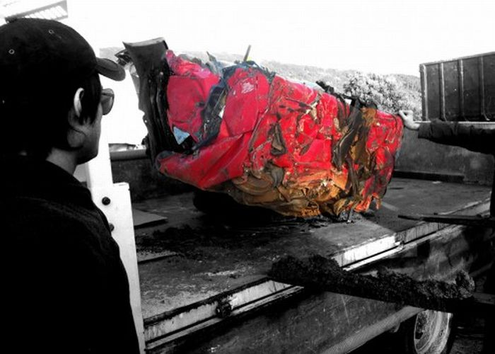 Столик из Ferrari (12 фото)