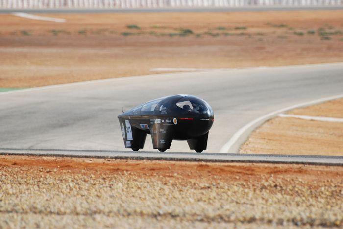 """Гонки на """"солнечных"""" автомобилях в Австралии (18 фото)"""