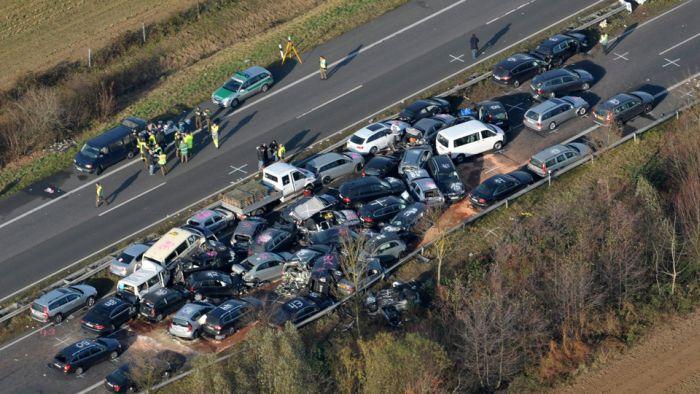 Массовое ДТП в Германии (15 фото)