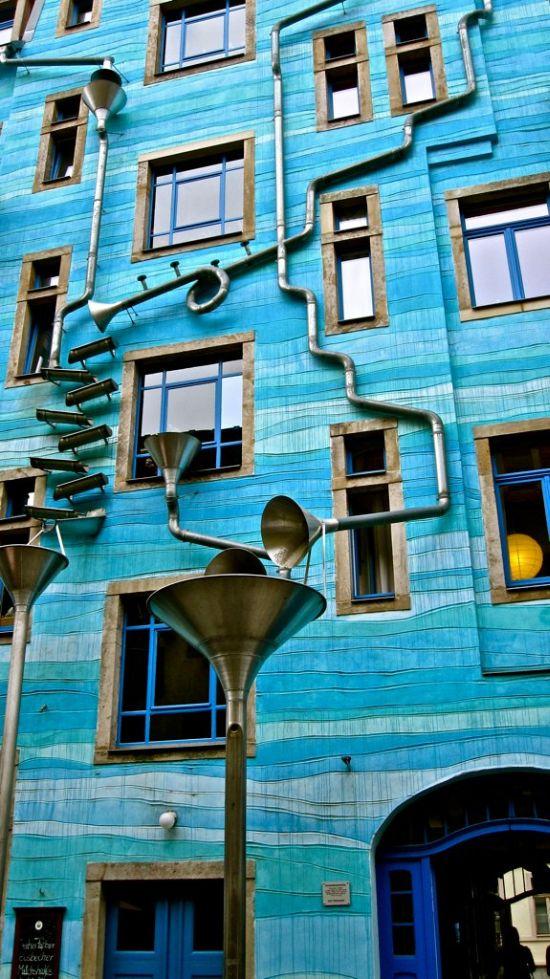Стена водосточных труб в Дрездене (5 фото)