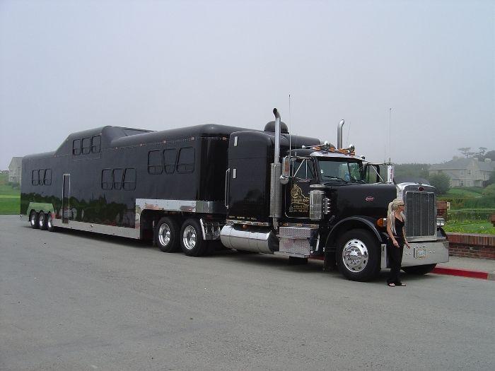 Самый большой лимузин в мире (13 фото)
