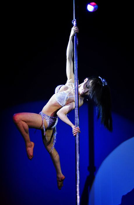 Соревнование по Pole Dance. Часть 2 (24 фото)