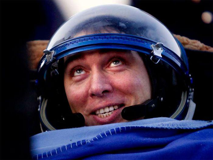 Космонавты вернулись на Землю (6 фото)