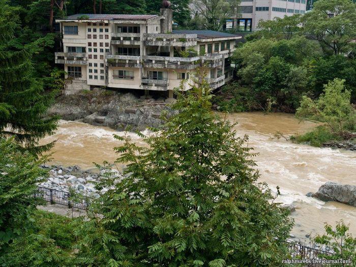 Забытый японский отель (37 фото)